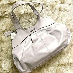 New!Coach BagSV/Lilac leather. Perfect for Spring!